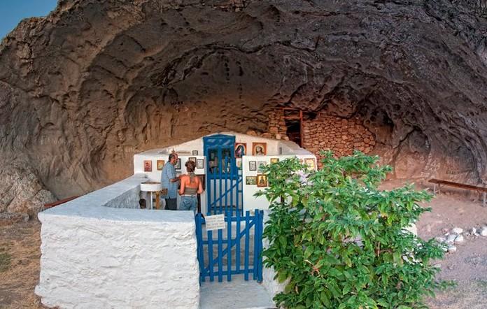 Посетете в Лимнос единственият без покрив храм в света