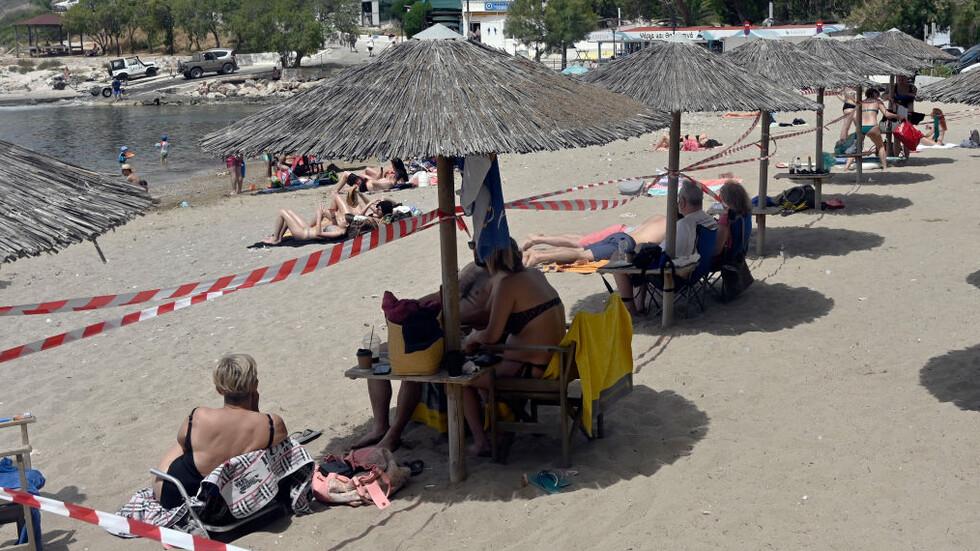 Плажовете и баровете в Гърция отварят през май, но при нови условия