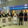 С традиционни танци и песни посрещнаха първите туристи на остров Родос [видео]