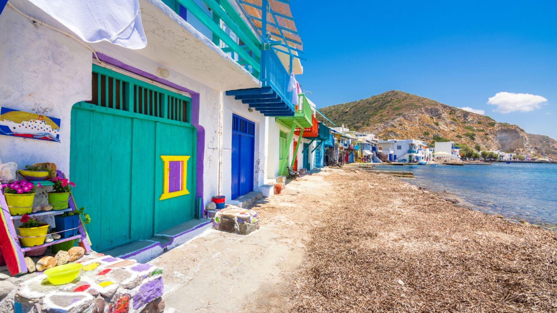 Цветните гаражи на остров Милос