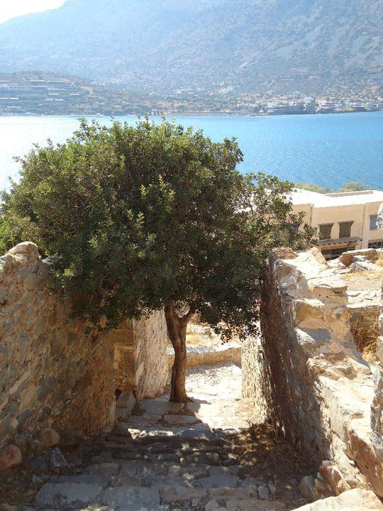 VISIT GREECE| Fall for Crete, Autumn is the right time to enjoy and explore the different faces of Crete. #fall4crete #crete #spinalonga